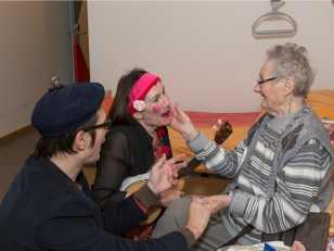 Clowns with big heart for elderly people